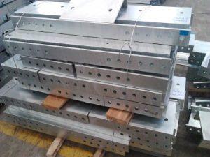 香港幕墻鐵器工程,S355J0方通支架,鋁製幕墻支架,玻璃幕墻鋼架,熱浸鋅預埋鋼板,大樓外墻鋁板工程,建築金屬工程,建築不鏽鋼工程