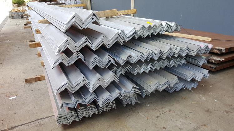 香港熱浸鋅角鐵,熱浸鋅等邊角鐵,S275J0角鐵,S355J0角鐵,S355J2角鐵供應,鉛水角鐵,鉛水鋼鐵材料分銷