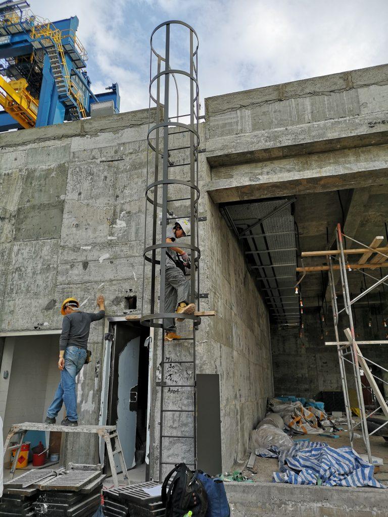 屯門內河碼頭工程建造,中電標準貓梯,CLP不鏽鋼貓梯,熱浸鋅貓梯,檢修平台及安全爬梯,貓梯,275J0材質貓梯