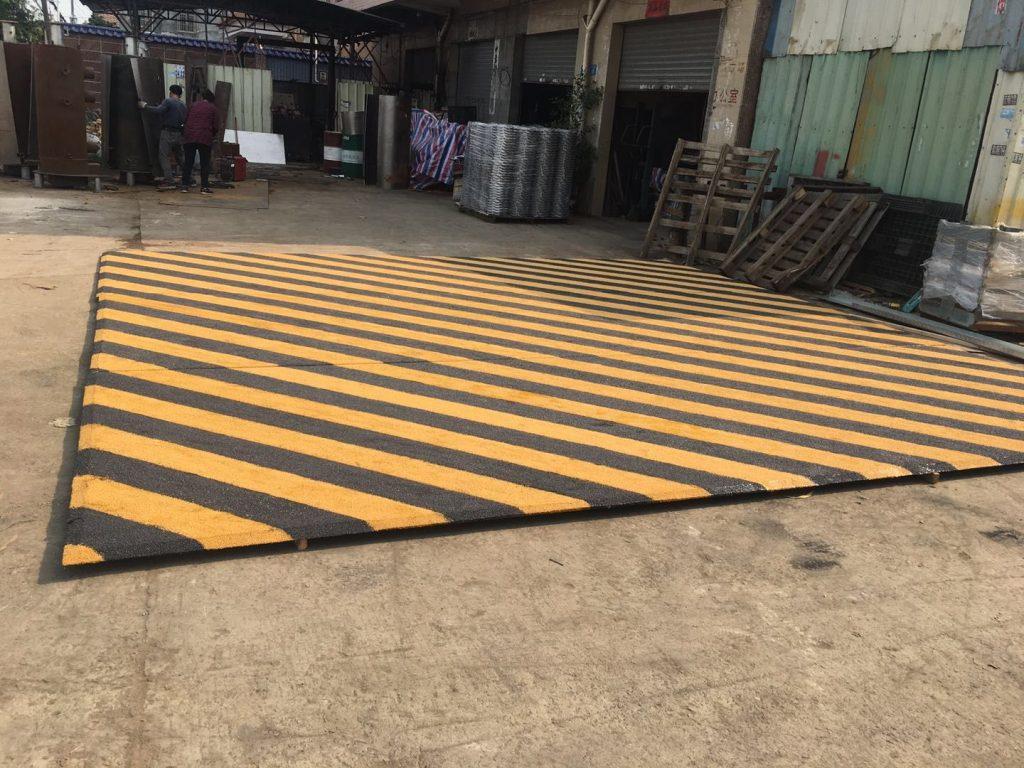 香港地盤臨時鐵器工程,臨時閘門鋼板,閘門,鐵欄杆,,垃圾鐵斗,樓梯,臨時圍街板,臨時圍欄工程,雜項鐵器工程