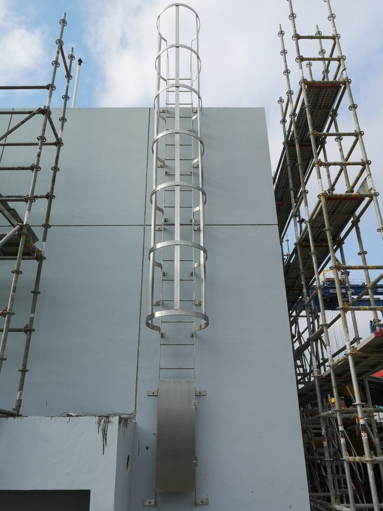 中電標準不鏽鋼貓梯,不鏽鋼貓梯工程,水務署標準不鏽鋼貓梯,天井不鏽鋼貓梯,檢修平台不鏽鋼爬梯,不鏽鋼貓梯(帶貓籠)