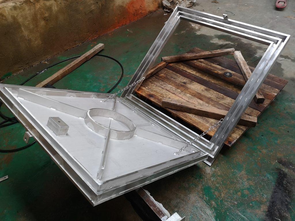 香港不鏽鋼食水缸蓋,樓宇食水缸蓋,大樓食水缸蓋工程,不鏽鋼工程,地盤不鏽鋼製品,天面不鏽鋼水缸蓋板
