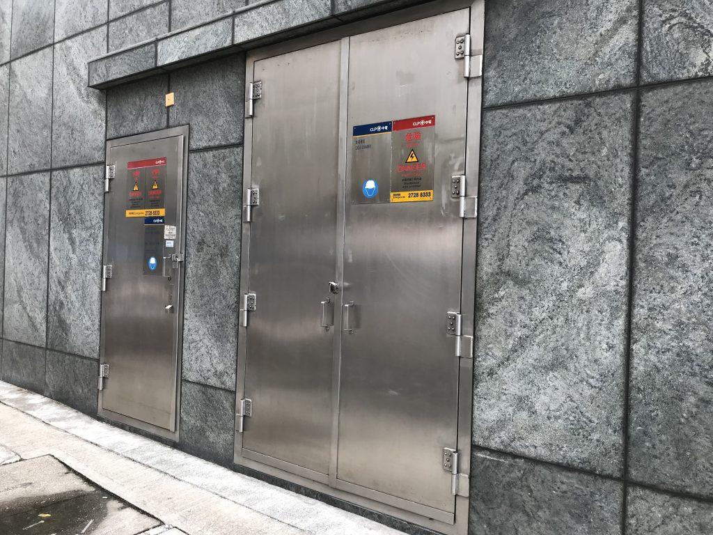 香港中電標準火牛房工程,中華電力不鏽鋼門,不鏽鋼百葉,中電標準不鏽鋼貓梯,電線坑板,不鏽鋼欄杆,火牛房防火鐵器工程